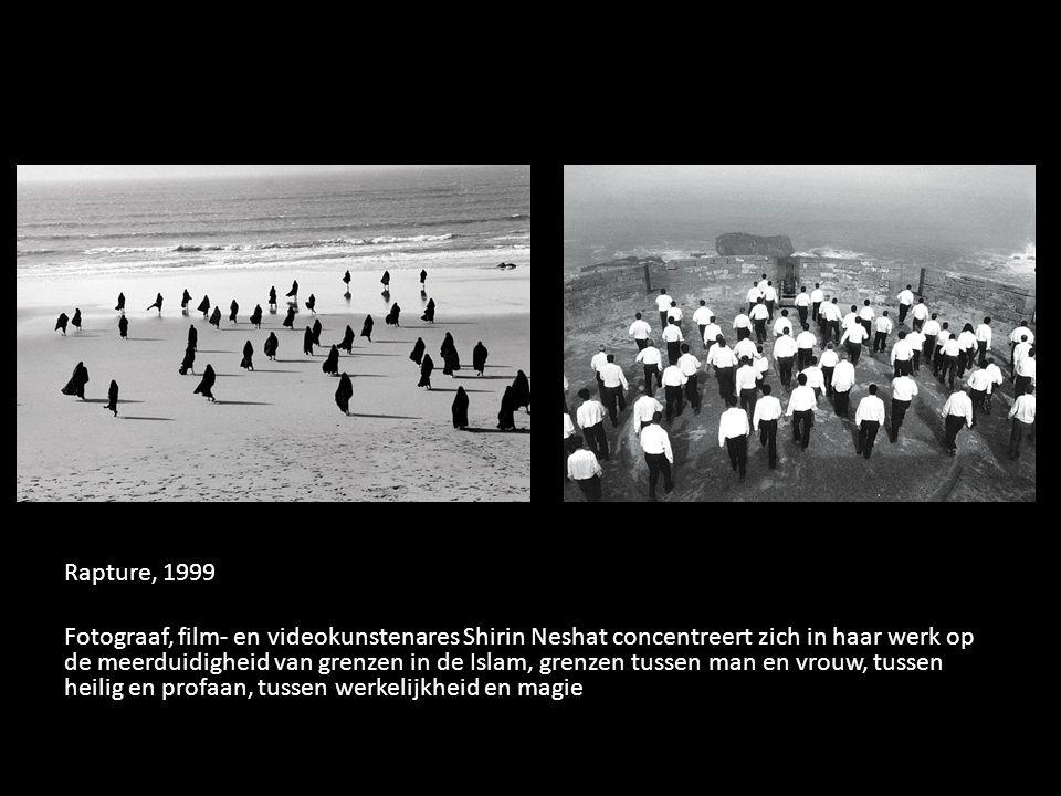 Rapture, 1999 Fotograaf, film- en videokunstenares Shirin Neshat concentreert zich in haar werk op de meerduidigheid van grenzen in de Islam, grenzen tussen man en vrouw, tussen heilig en profaan, tussen werkelijkheid en magie