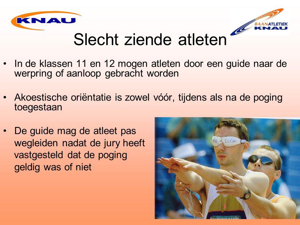 Slecht ziende atleten In de klassen 11 en 12 mogen atleten door een guide naar de werpring of aanloop gebracht worden.