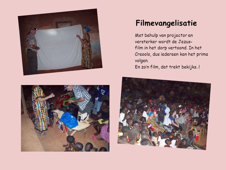 Filmevangelisatie Met behulp van projector en