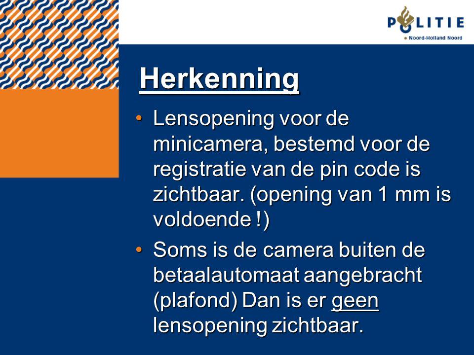 Herkenning Lensopening voor de minicamera, bestemd voor de registratie van de pin code is zichtbaar. (opening van 1 mm is voldoende !)