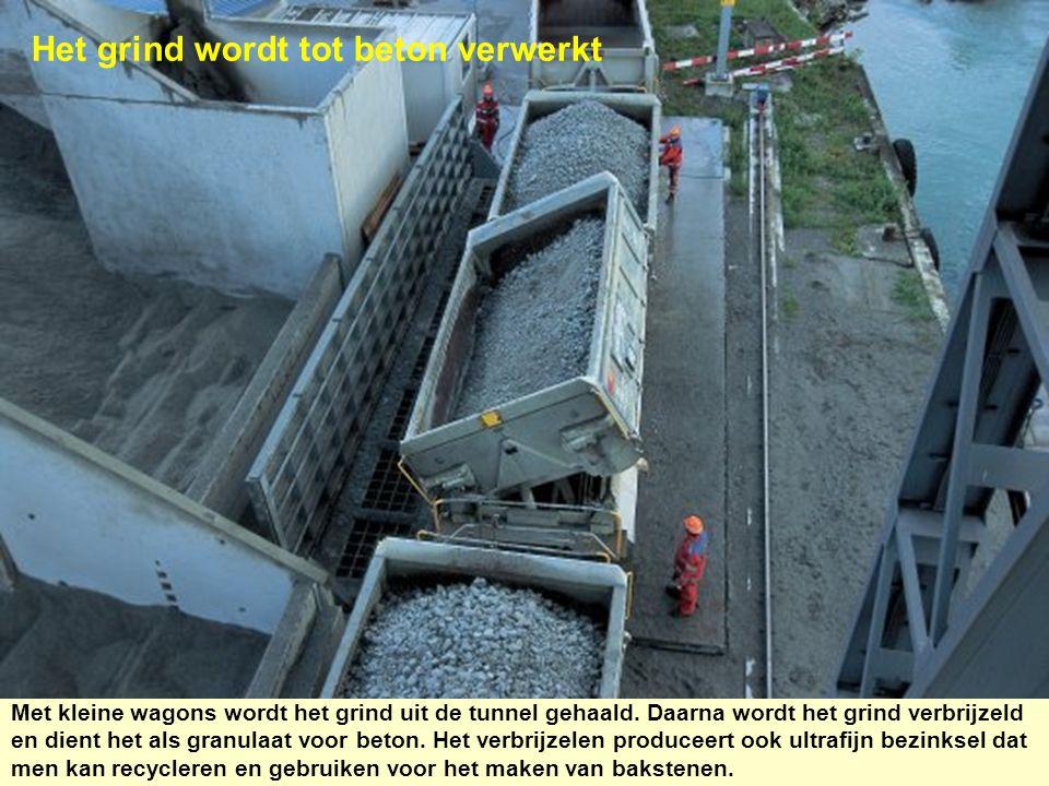 Het grind wordt tot beton verwerkt
