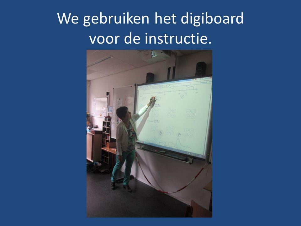 We gebruiken het digiboard voor de instructie.