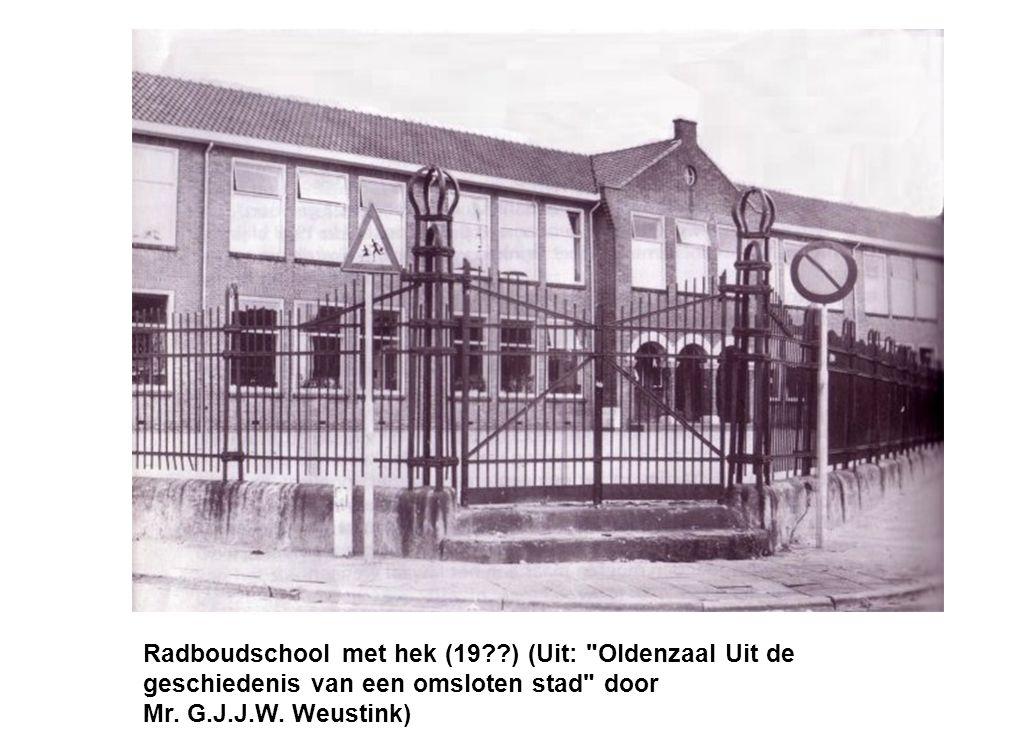 Radboudschool met hek (19