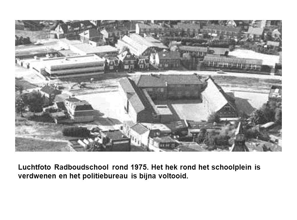 Luchtfoto Radboudschool rond 1975