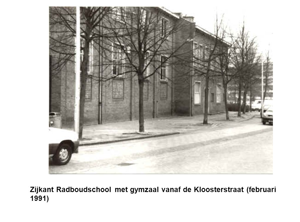 Zijkant Radboudschool met gymzaal vanaf de Kloosterstraat (februari 1991)