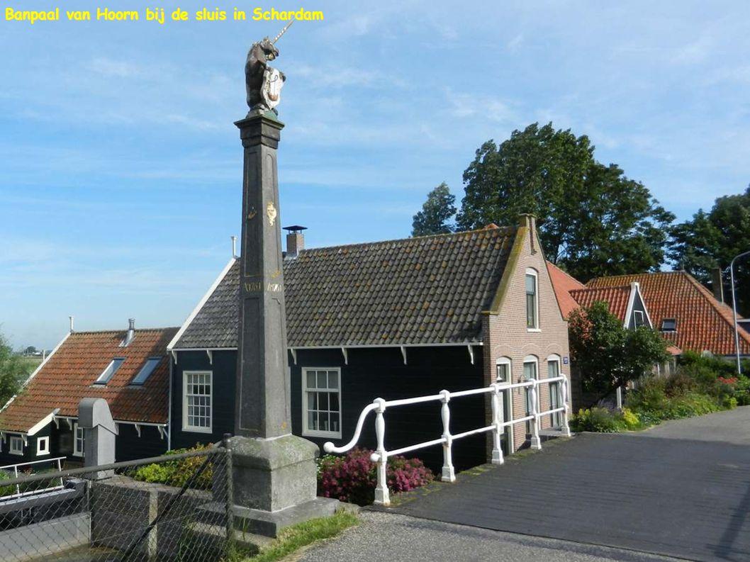 Banpaal van Hoorn bij de sluis in Schardam