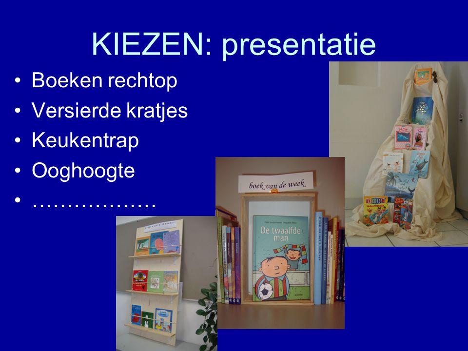KIEZEN: presentatie Boeken rechtop Versierde kratjes Keukentrap