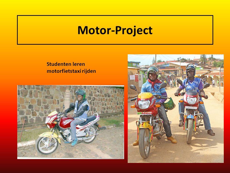 Motor-Project Studenten leren motorfietstaxi rijden