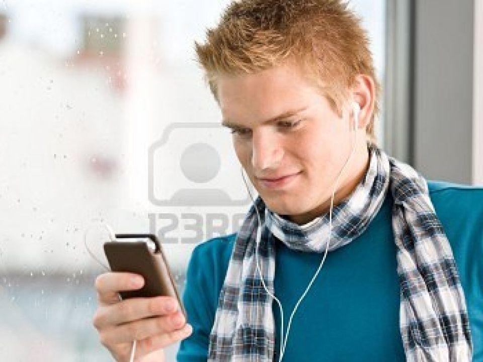 Jongeren zijn asociaal en doen niks anders dan naar muziek luisteren met die dingen in hun oren en op de computer zitten.