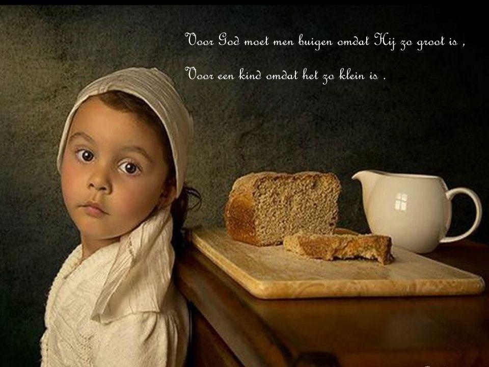 Voor God moet men buigen omdat Hij zo groot is ,