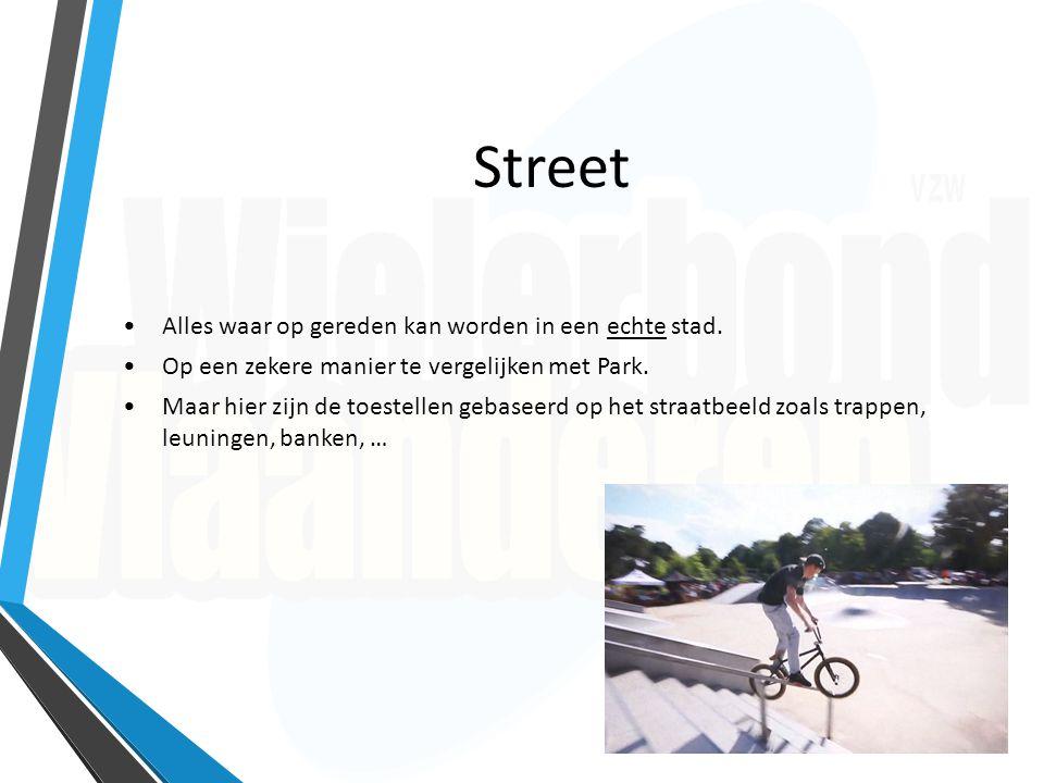 Park Omvat meerdere toestellen, jumps en grinds*.