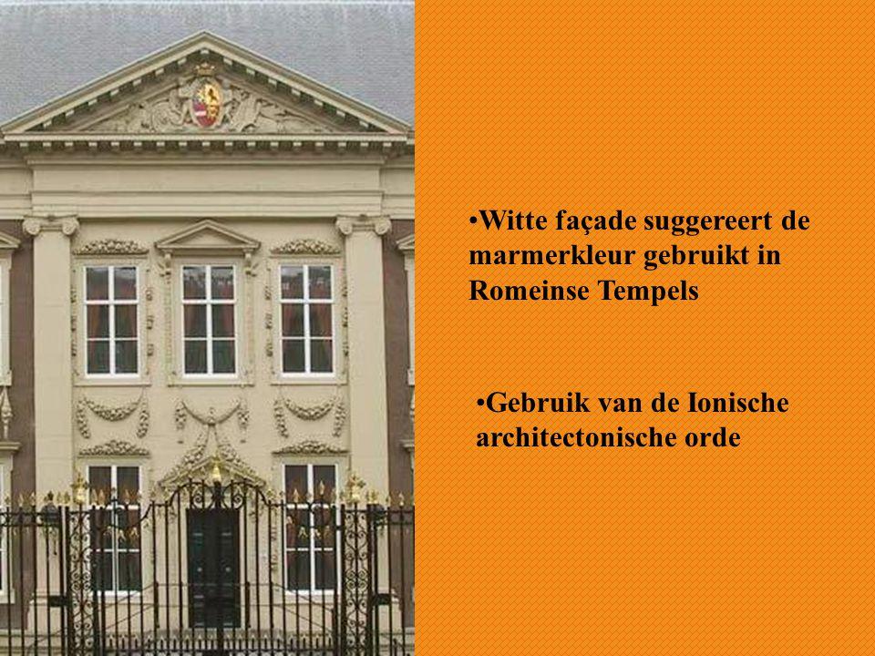 Witte façade suggereert de marmerkleur gebruikt in Romeinse Tempels