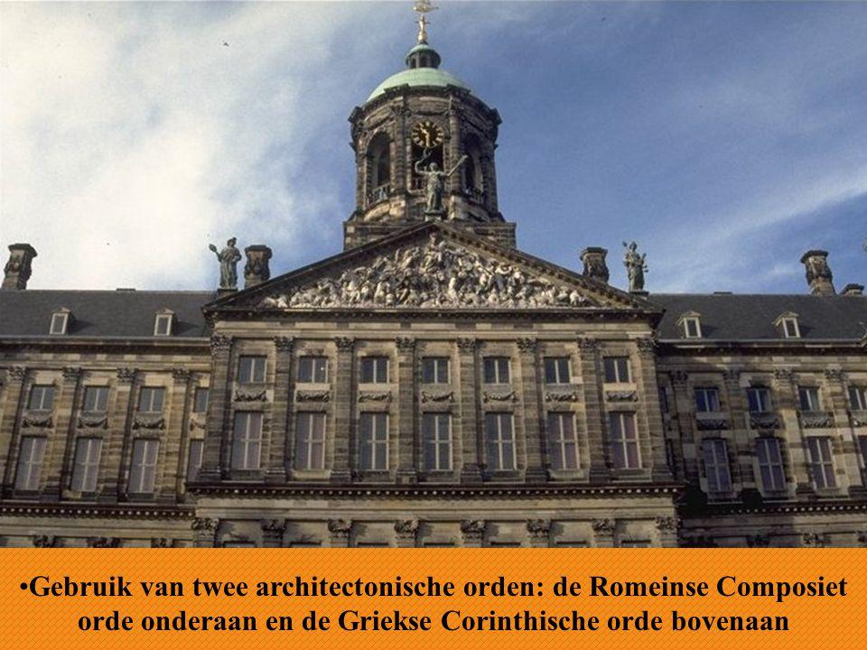 Gebruik van twee architectonische orden: de Romeinse Composiet orde onderaan en de Griekse Corinthische orde bovenaan