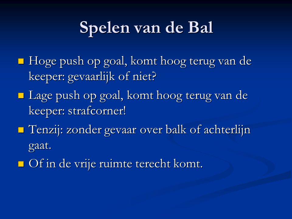 Spelen van de Bal Hoge push op goal, komt hoog terug van de keeper: gevaarlijk of niet