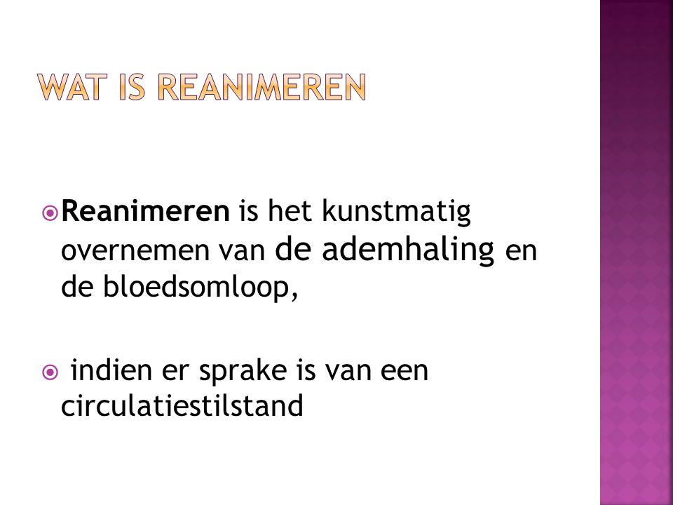 Wat is reanimeren Reanimeren is het kunstmatig overnemen van de ademhaling en de bloedsomloop, indien er sprake is van een circulatiestilstand.