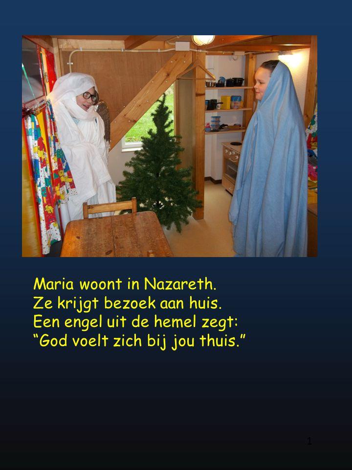 Maria woont in Nazareth. Ze krijgt bezoek aan huis.