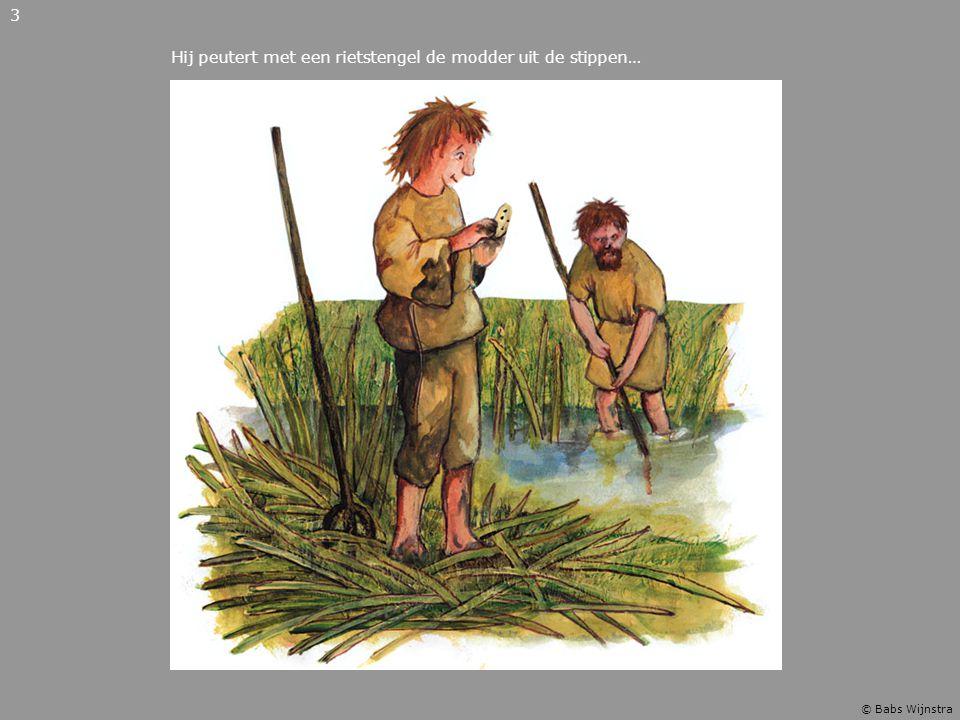 Hij peutert met een rietstengel de modder uit de stippen…