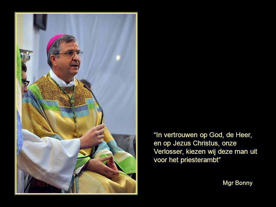 In vertrouwen op God, de Heer, en op Jezus Christus, onze Verlosser, kiezen wij deze man uit voor het priesterambt