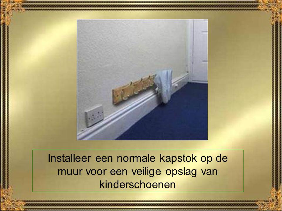 Installeer een normale kapstok op de muur voor een veilige opslag van kinderschoenen