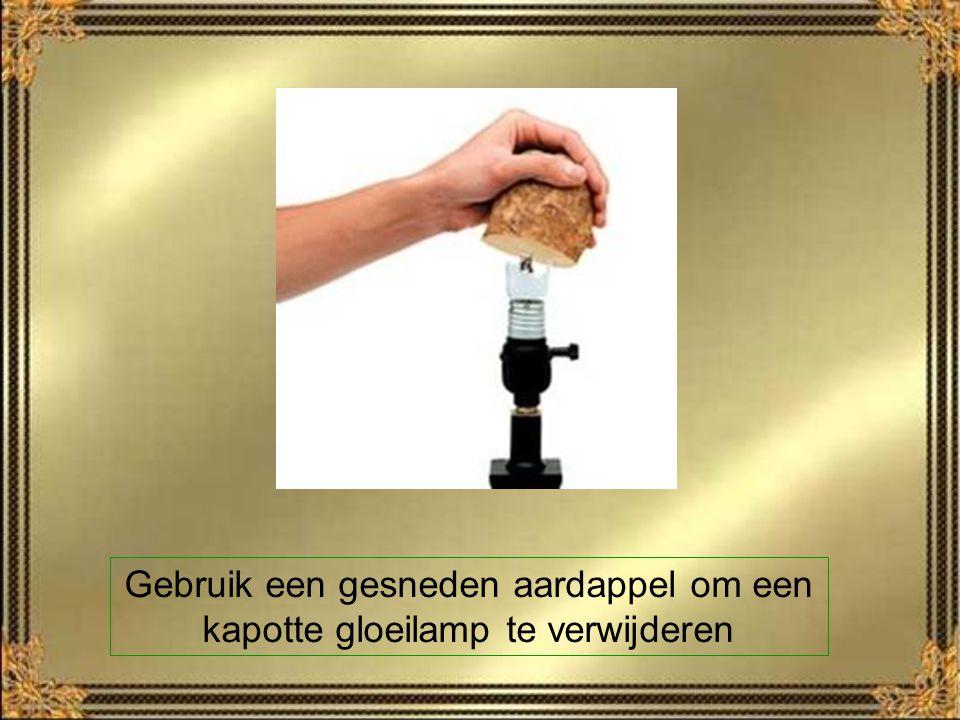 Gebruik een gesneden aardappel om een kapotte gloeilamp te verwijderen