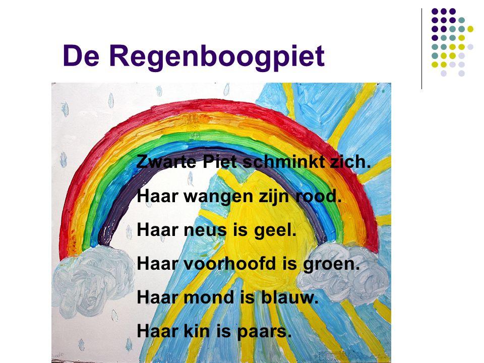 De Regenboogpiet Zwarte Piet schminkt zich. Haar wangen zijn rood.