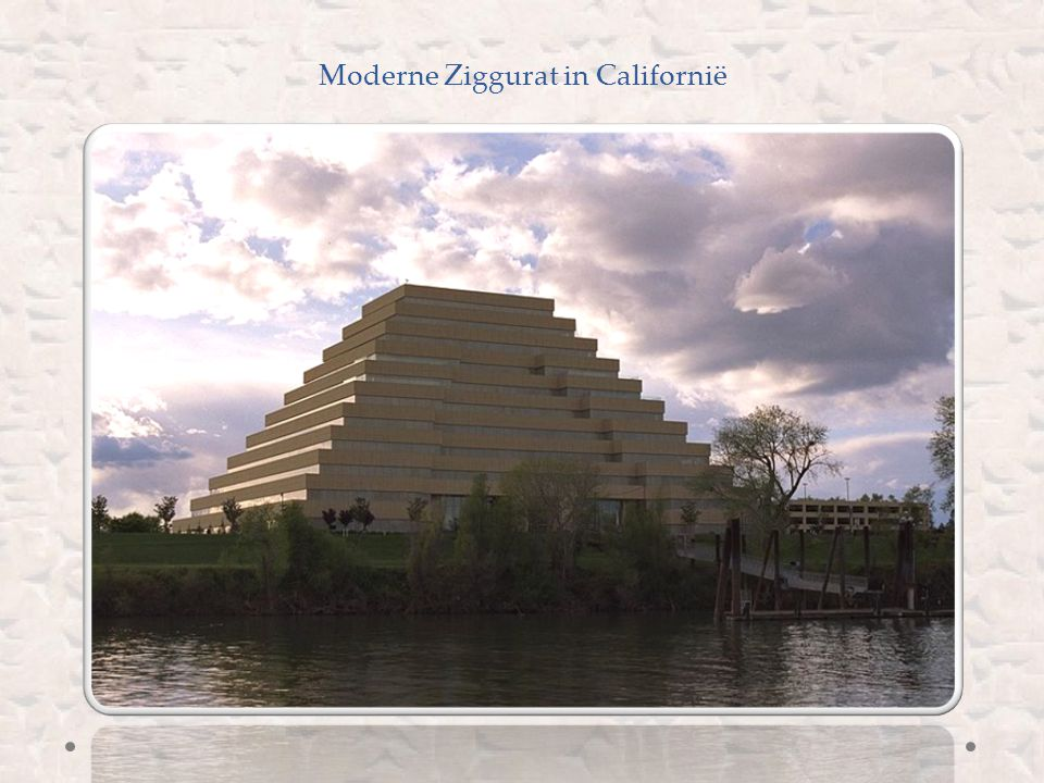 Moderne Ziggurat in Californië