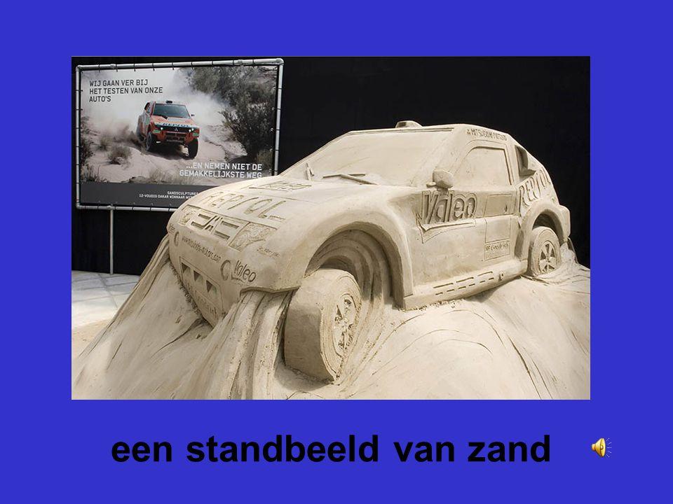 een standbeeld van zand