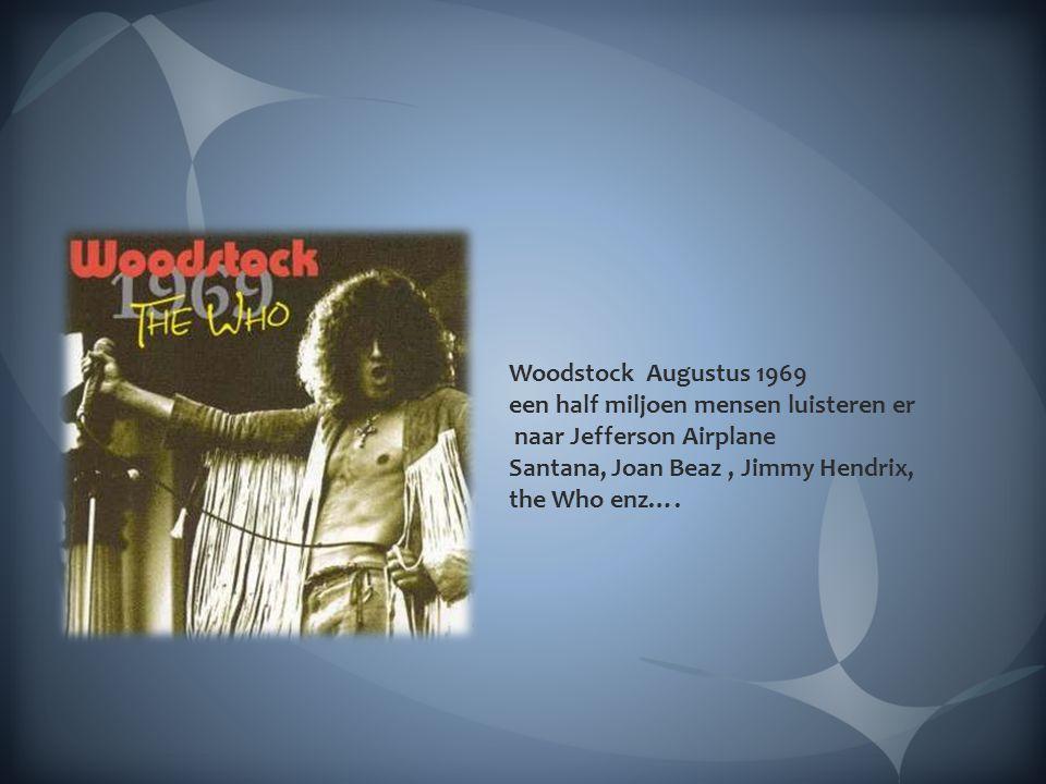 Woodstock Augustus 1969 een half miljoen mensen luisteren er. naar Jefferson Airplane. Santana, Joan Beaz , Jimmy Hendrix,