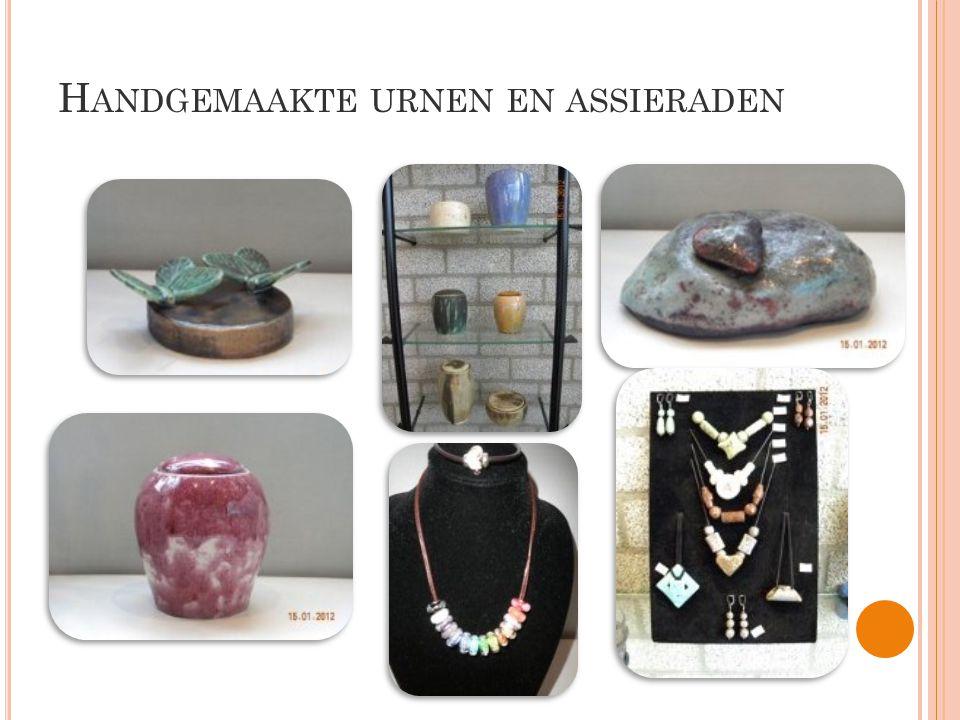 Handgemaakte urnen en assieraden