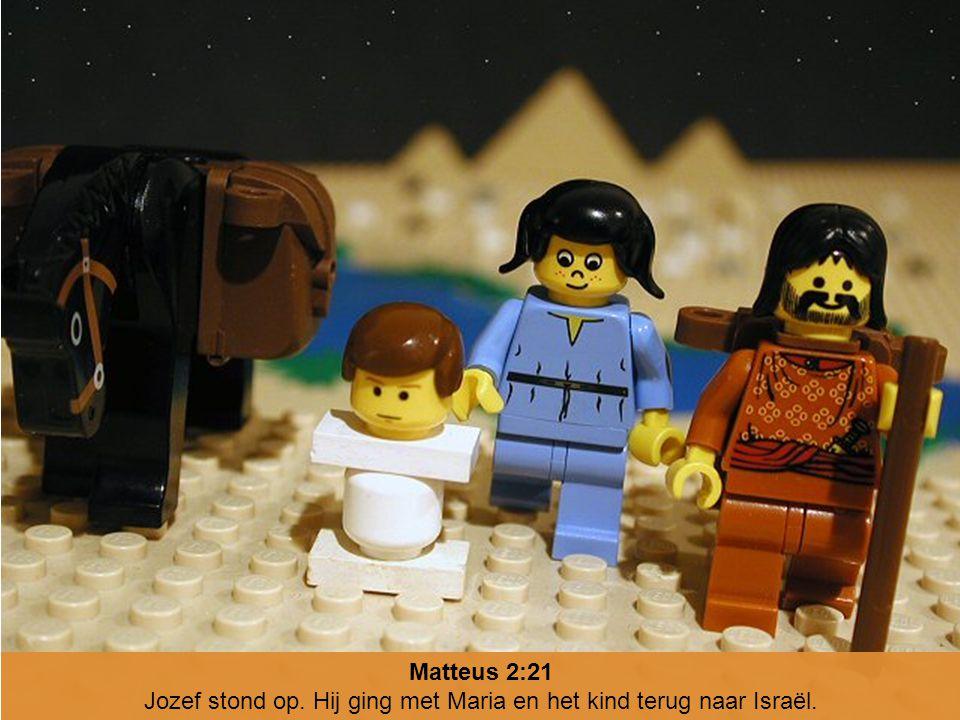 Jozef stond op. Hij ging met Maria en het kind terug naar Israël.
