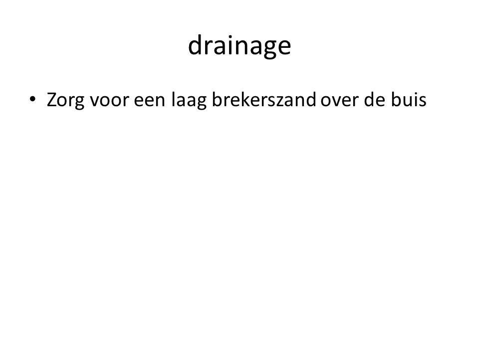 drainage Zorg voor een laag brekerszand over de buis