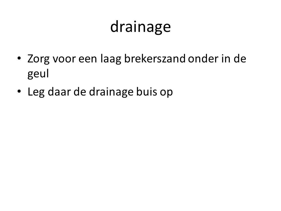 drainage Zorg voor een laag brekerszand onder in de geul
