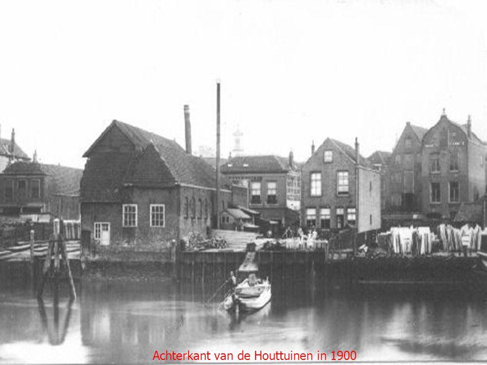 Achterkant van de Houttuinen in 1900