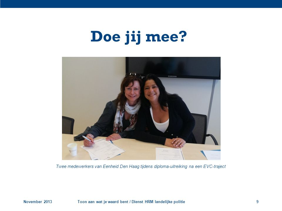 Doe jij mee Twee medewerkers van Eenheid Den Haag tijdens diploma-uitreiking na een EVC-traject. November 2013.