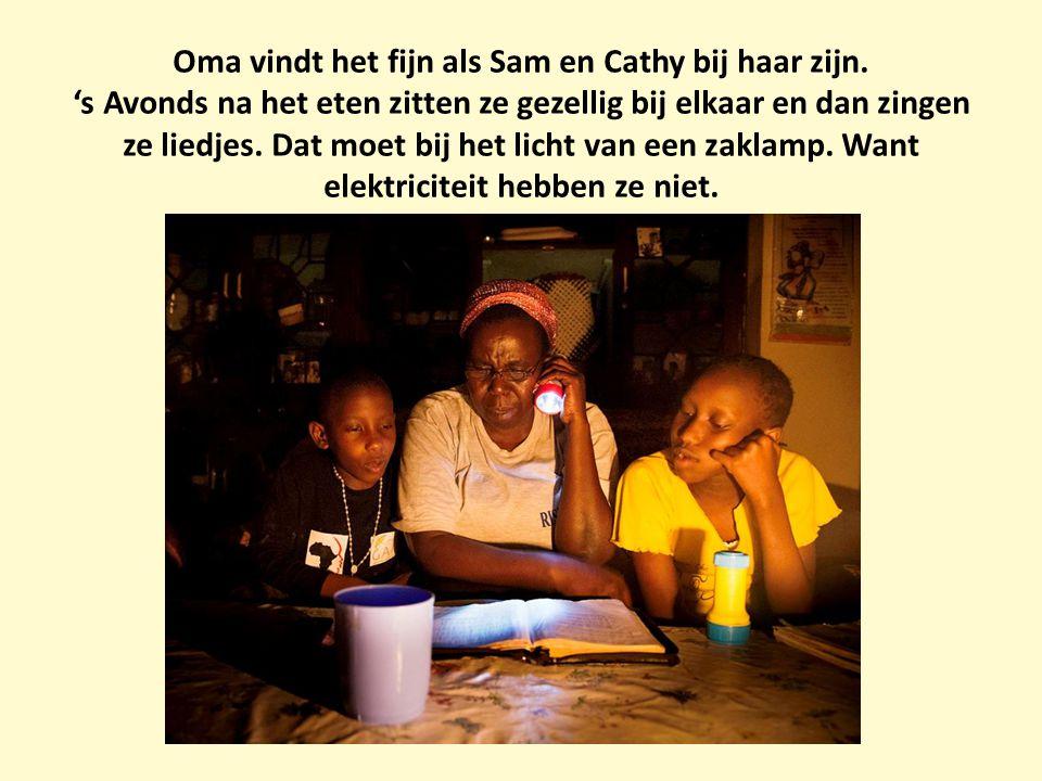 Oma vindt het fijn als Sam en Cathy bij haar zijn