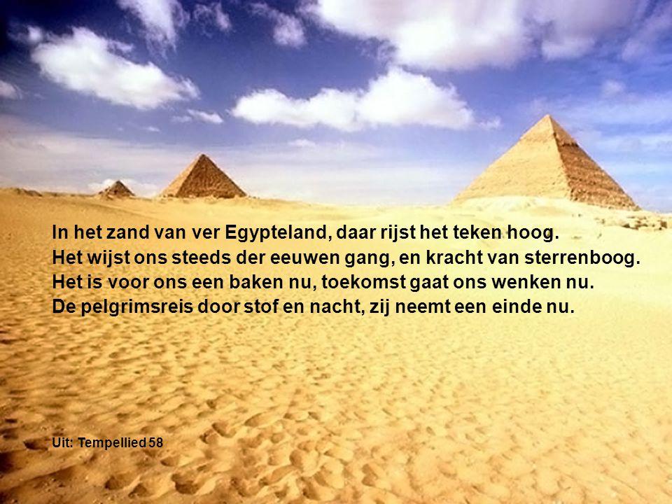 In het zand van ver Egypteland, daar rijst het teken hoog