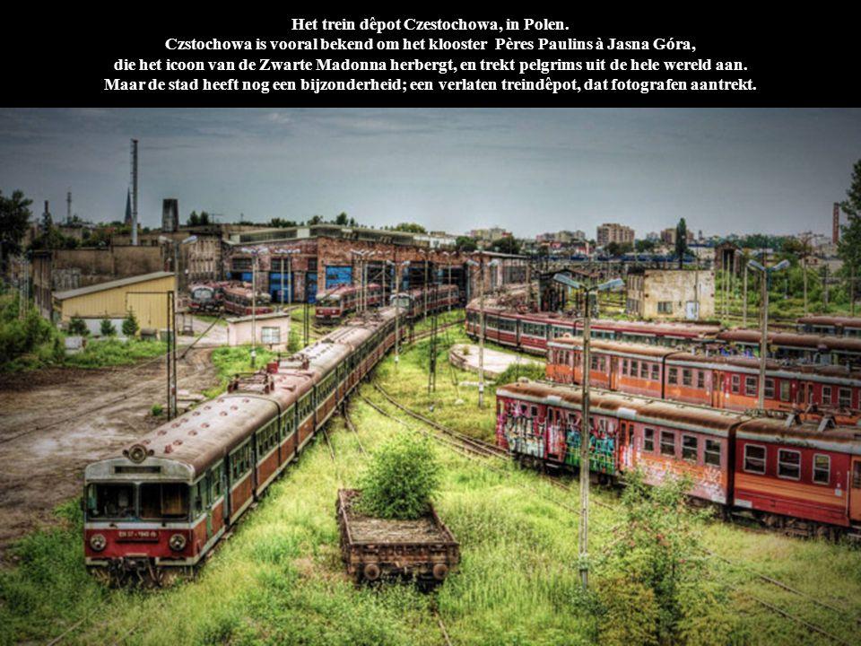 Het trein dêpot Czestochowa, in Polen