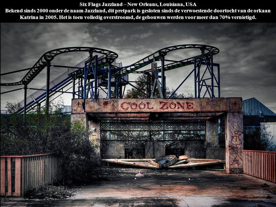 Six Flags Jazzland – New Orleans, Louisiana, USA Bekend sinds 2000 onder de naam Jazzland, dit pretpark is gesloten sinds de verwoestende doortocht van de orkaan Katrina in 2005. Het is toen volledig overstroomd, de gebouwen werden voor meer dan 70% vernietigd.