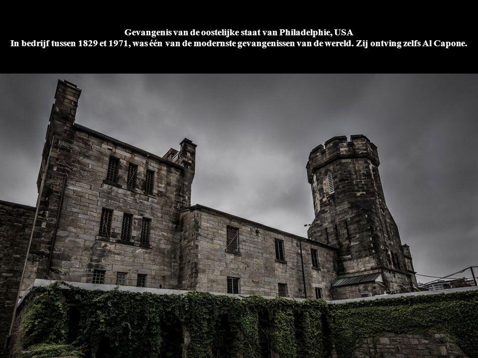 Gevangenis van de oostelijke staat van Philadelphie, USA In bedrijf tussen 1829 et 1971, was één van de modernste gevangenissen van de wereld. Zij ontving zelfs Al Capone.