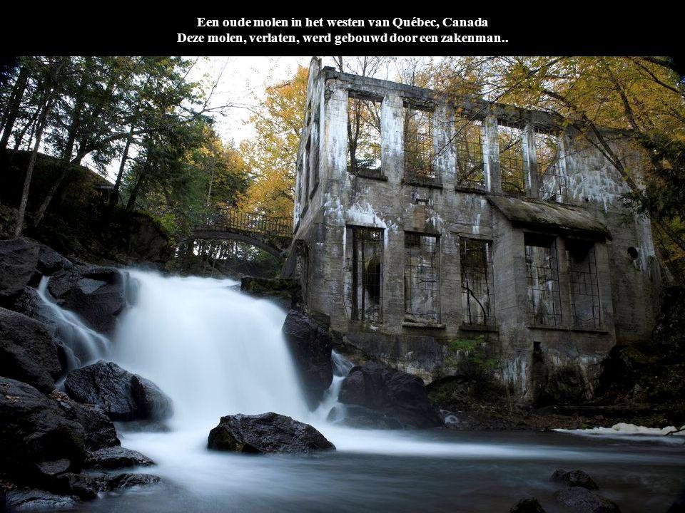 Een oude molen in het westen van Québec, Canada Deze molen, verlaten, werd gebouwd door een zakenman..