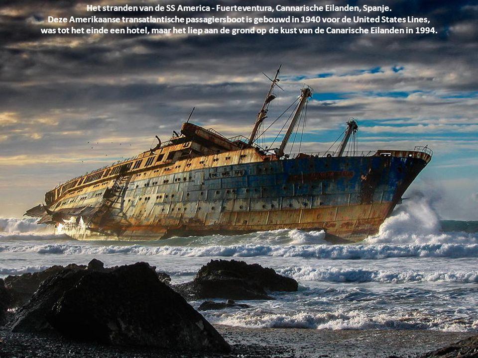 Het stranden van de SS America - Fuerteventura, Cannarische Eilanden, Spanje. Deze Amerikaanse transatlantische passagiersboot is gebouwd in 1940 voor de United States Lines,