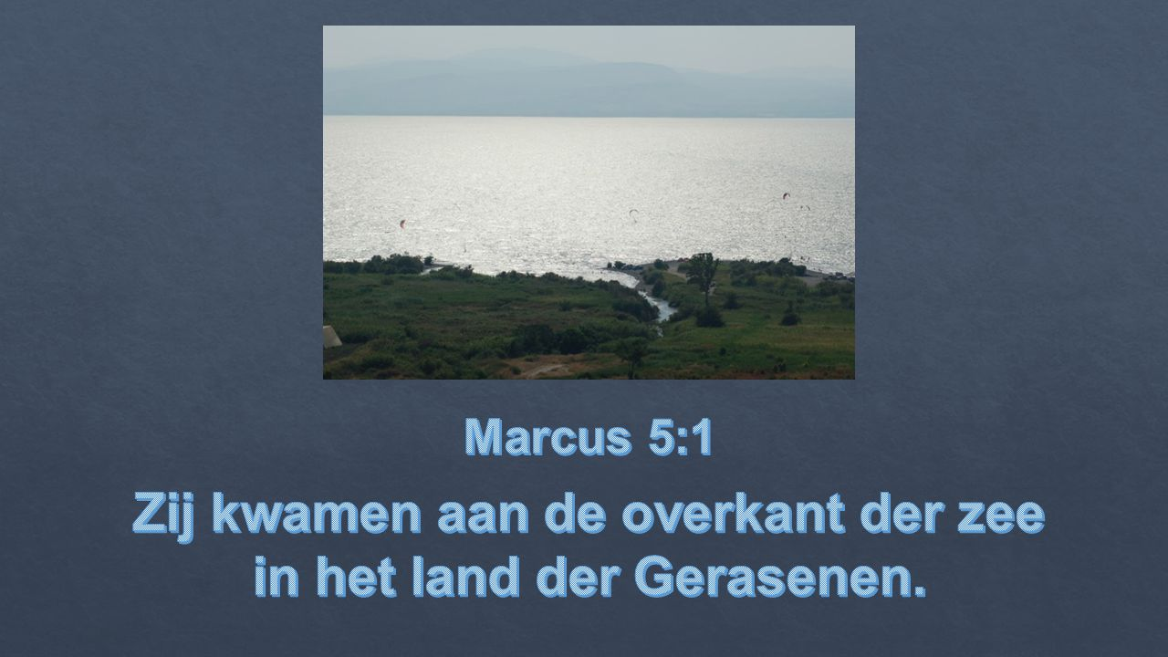 Zij kwamen aan de overkant der zee in het land der Gerasenen.
