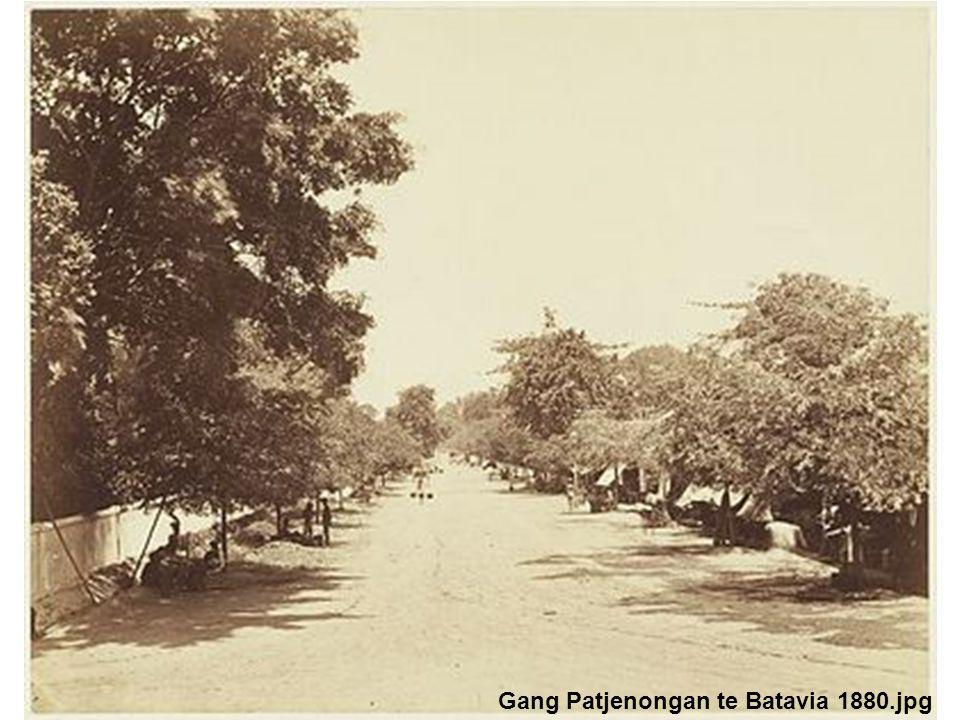 Gang Patjenongan te Batavia 1880.jpg