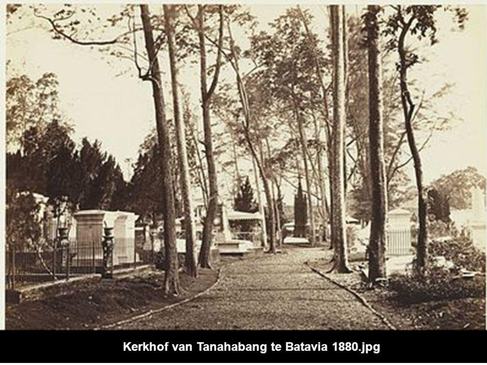 Kerkhof van Tanahabang te Batavia 1880.jpg