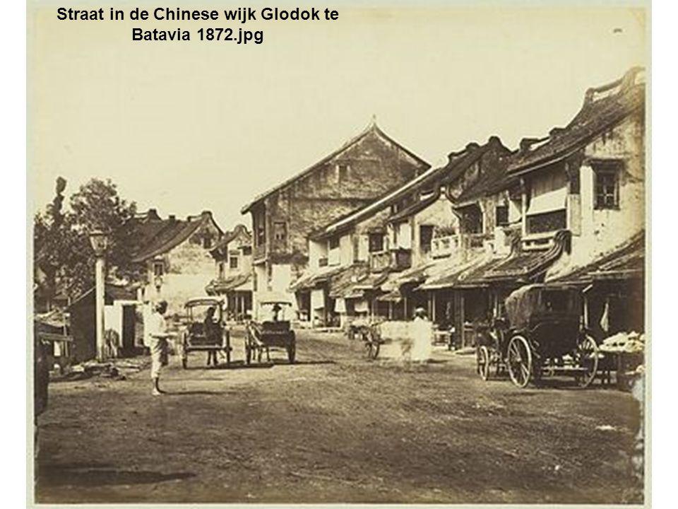 Straat in de Chinese wijk Glodok te Batavia 1872.jpg