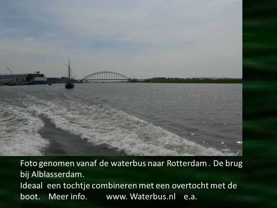Foto genomen vanaf de waterbus naar Rotterdam . De brug bij Alblasserdam.