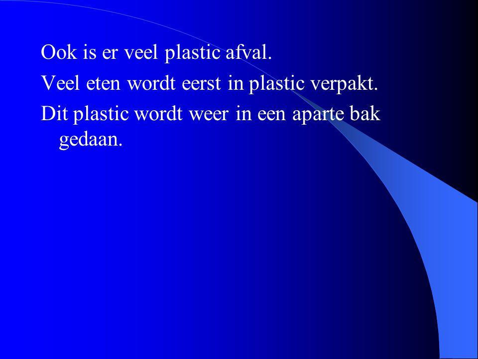 Ook is er veel plastic afval.