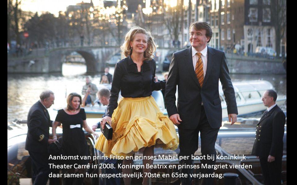 Aankomst van prins Friso en prinses Mabel per boot bij Koninklijk Theater Carré in 2008.