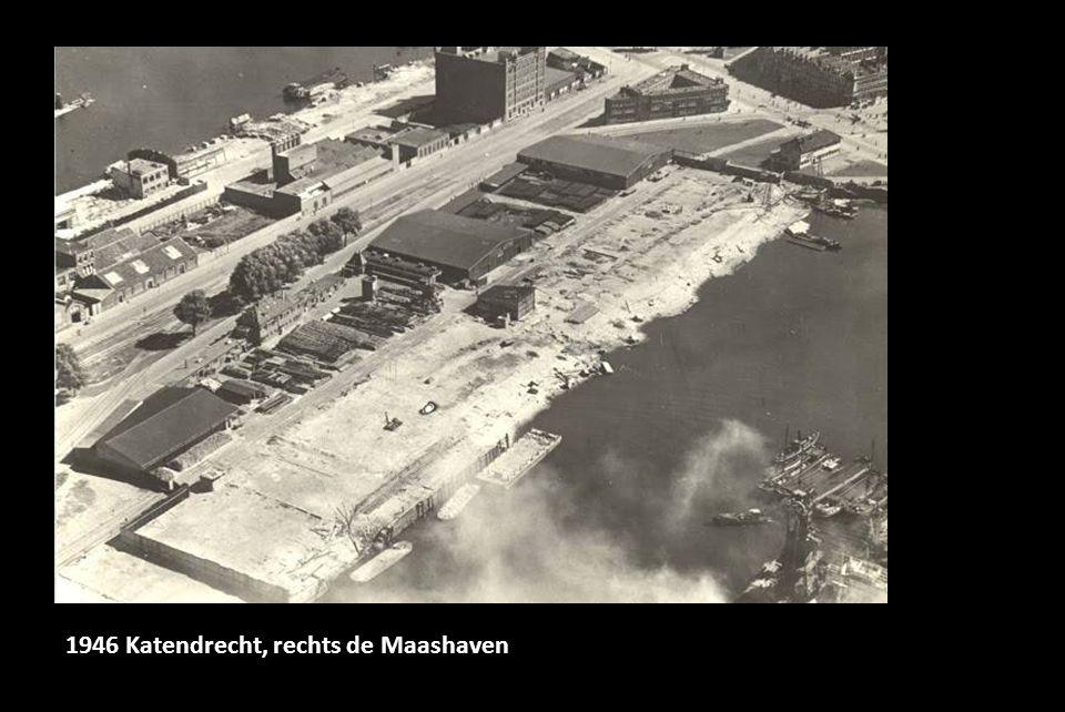 1946 Katendrecht, rechts de Maashaven