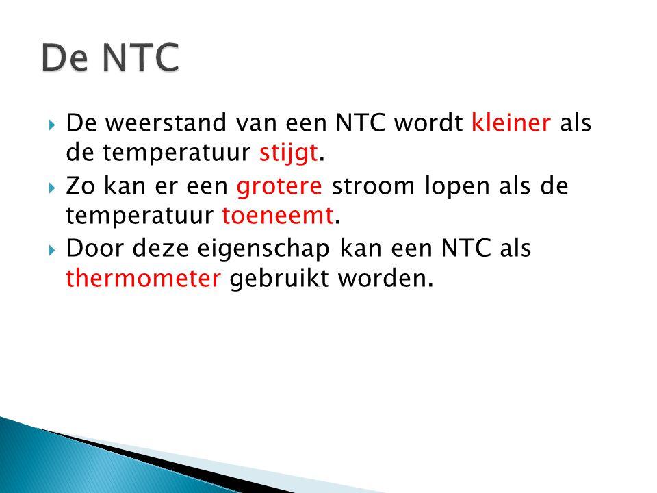 De NTC De weerstand van een NTC wordt kleiner als de temperatuur stijgt. Zo kan er een grotere stroom lopen als de temperatuur toeneemt.